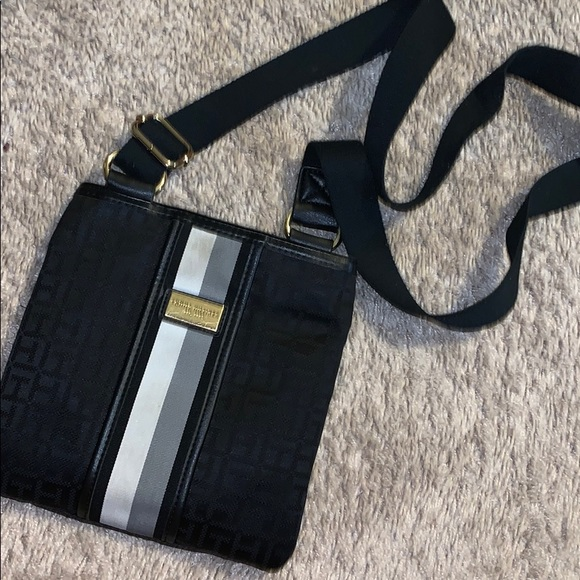 Tommy Hilfiger Handbags - Purse